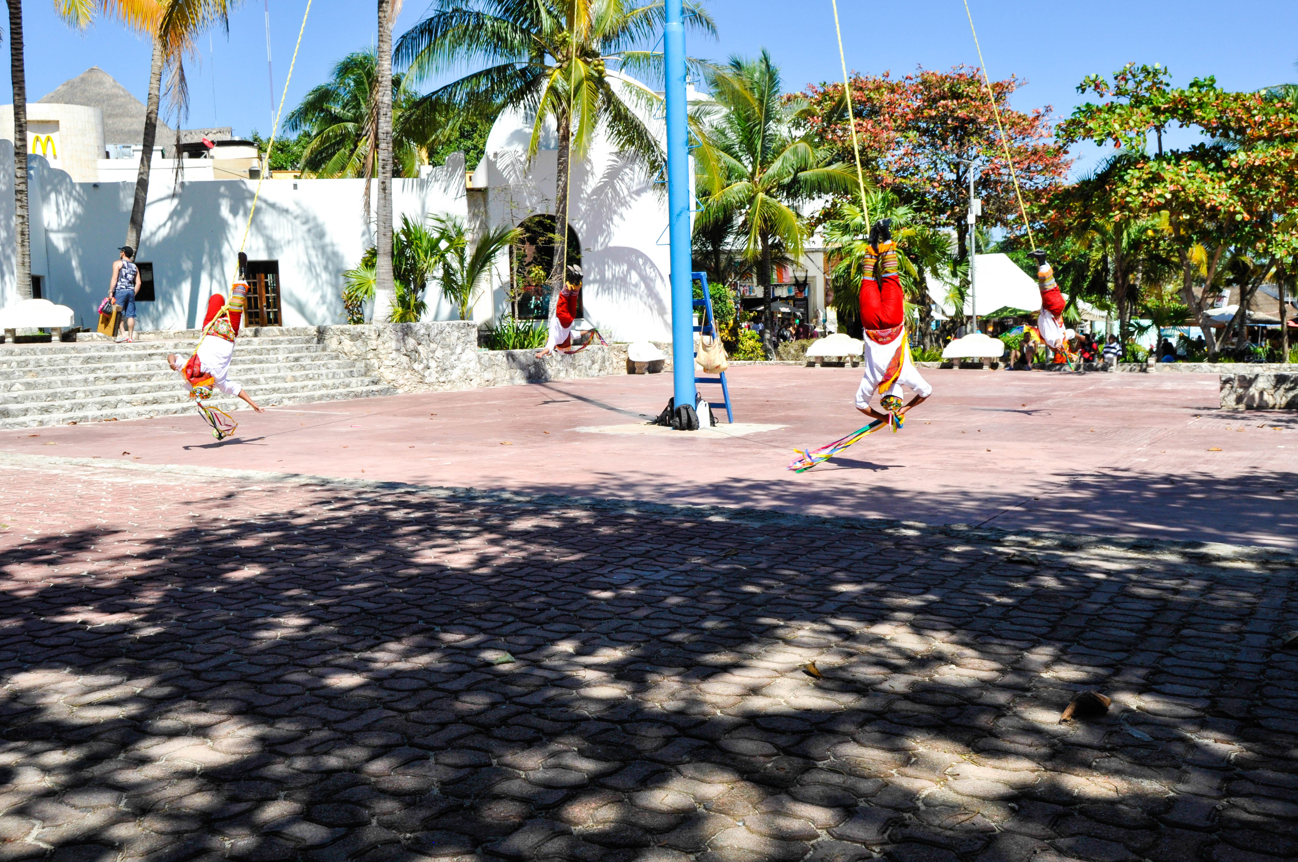 MEXICAN-PEFORMANCE-MEXICO-PLAYA-DEL-CARMEN-TRAVEL-BLOG-HAUTEMOMMIE