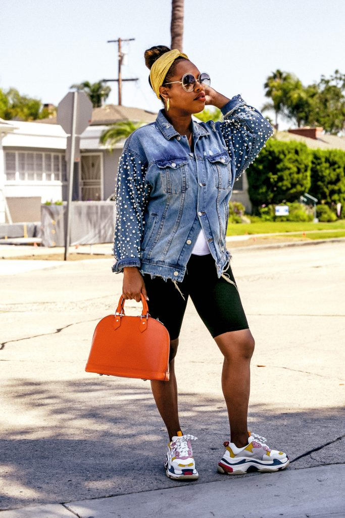 Leslie of The Hautemommie shares how she styles her sneakers in this fresh post on The Hautemommie!