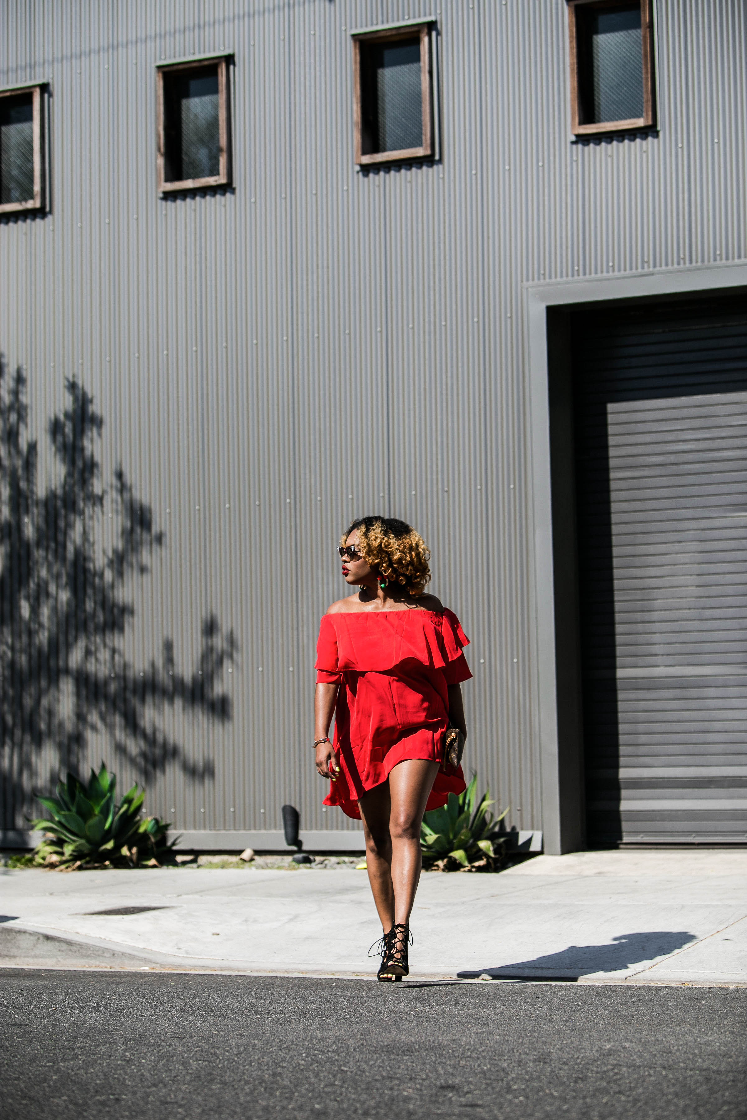 Street Style - https://thehautemommie.com/lady-in-the-red-dress/