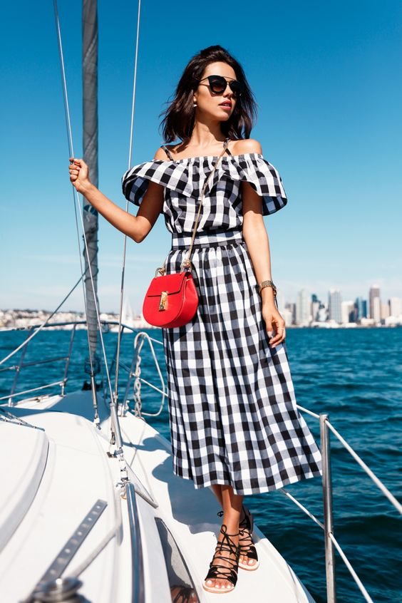 Hautemommie highlights gingham on blogger like Viva Luxury in color crush of the week!