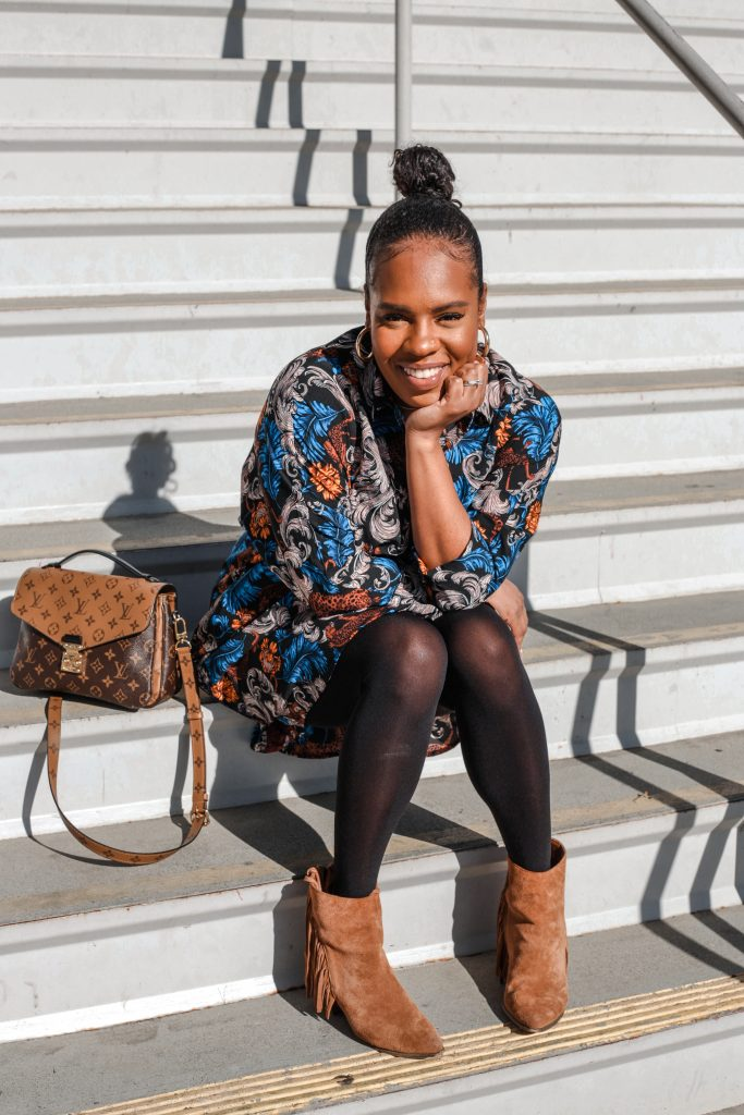 Blogger and Influencer Hautemommie sits on steps.