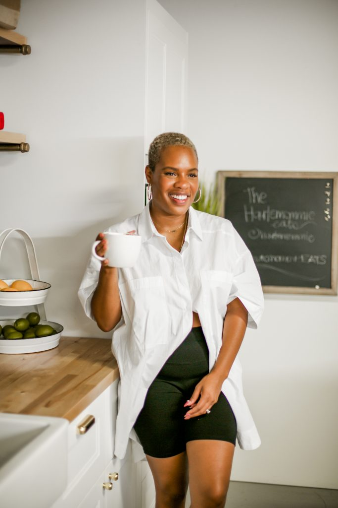 Chef Leslie of The Hautemommie shares her recipes for turmeric lattes with oat milk!